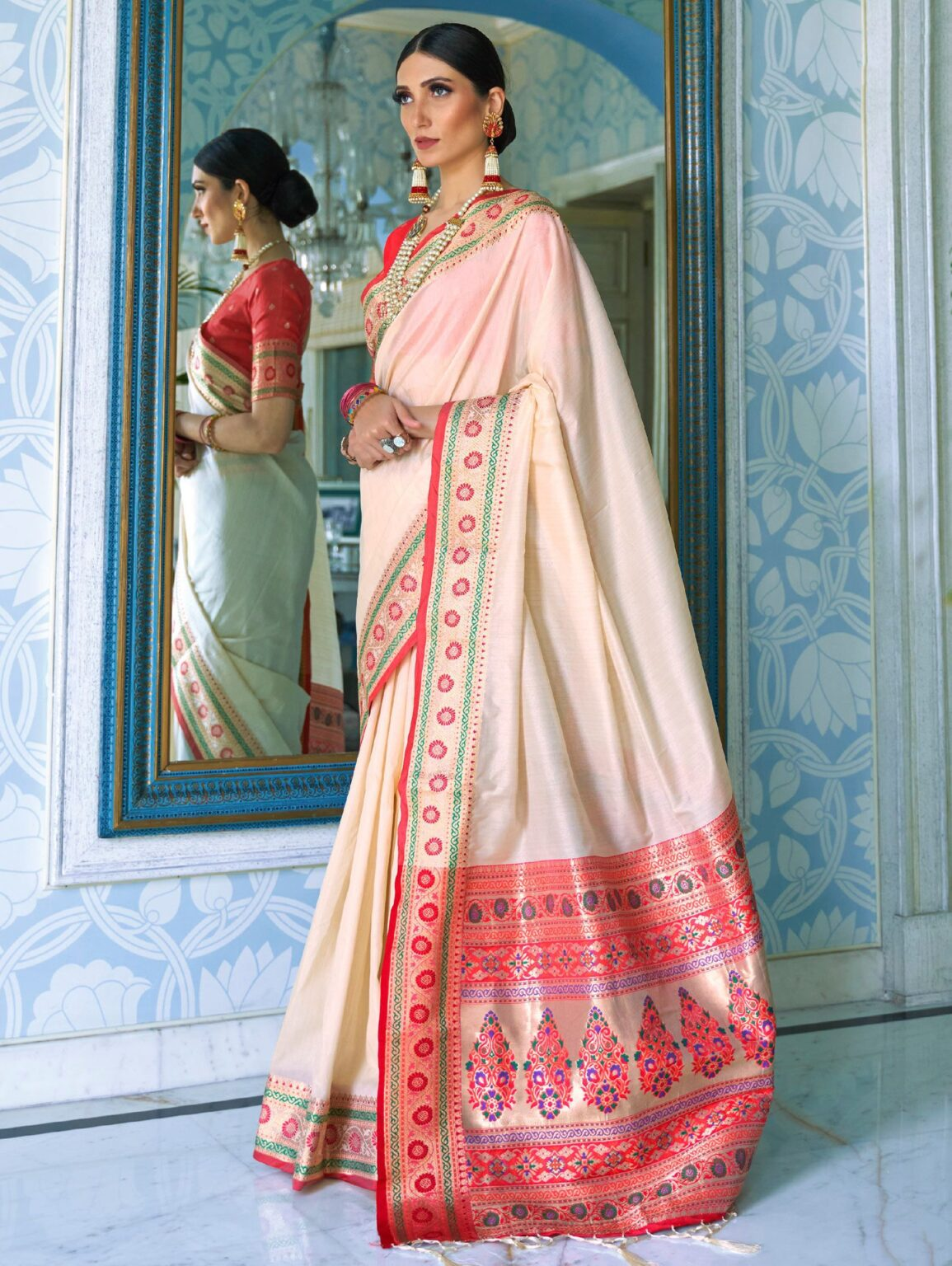 Off White Art Silk Traditional Saree with Contrast Woven Border and Pallu
